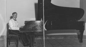 Munz-Studio-piano-2-300x163.png